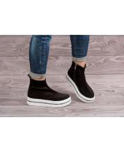 Молодежные ботинки из черного замша на белой спортивной подошве