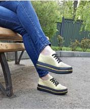 Модные летние кеды желтая перфорация на черной платформе