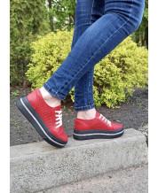 Модные летние кеды красная перфорация на черной платформе