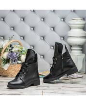 Ботинки на шнурках на низком ходу в черной кожа