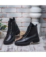 Топовые ботинки на шнурках черная кожа