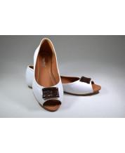 балетка из белой кожи на коричневой подкладке с фурнитуры обшитой питоном