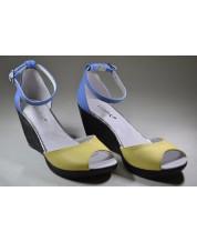 босоножки из желто голубой кожи на высоком подъеме