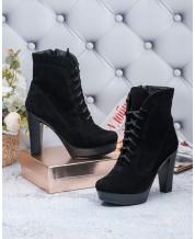 Ботинки на каблуке в черной замше