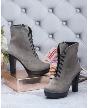 Ботинки на каблуке в серой замше