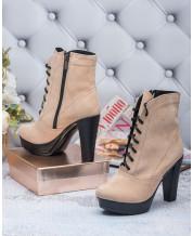 Ботинки на каблуке в светло бежевом замше