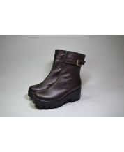 Ботинки из шоколадной кожи на тракторной подошве