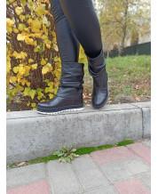 Сапожки-угги из черной кожи на устойчивой подошве