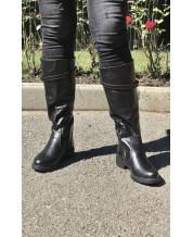 Женские сапоги на низком ходу из черной кожи