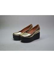 Туфли из натуральной кожи золотой кристалл №350 на черной танкетке