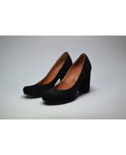 Туфли из черного замша с устойчивом обтяжным каблуком